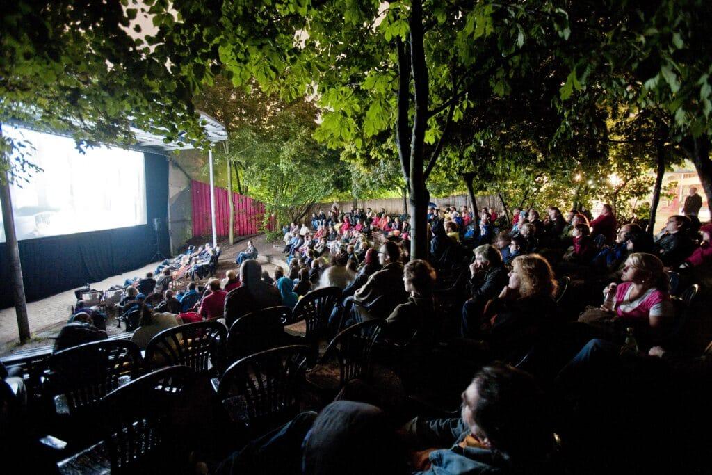 Open Air-Kino in der Desi
